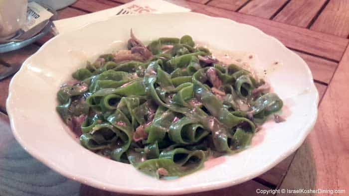 Spinach fettuccine with truffle cream sauce